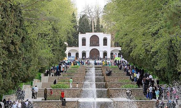 شروع لای روبی حوض های باغ شاهزاده ماهان