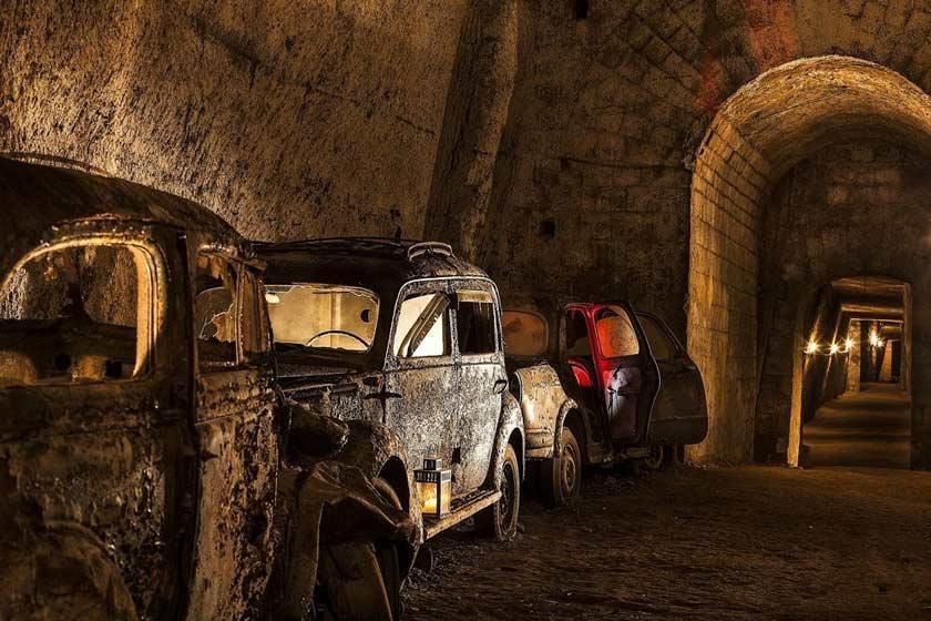 تونلی فراموش شده در ناپل، پارکینگ ماشین های قدیمی