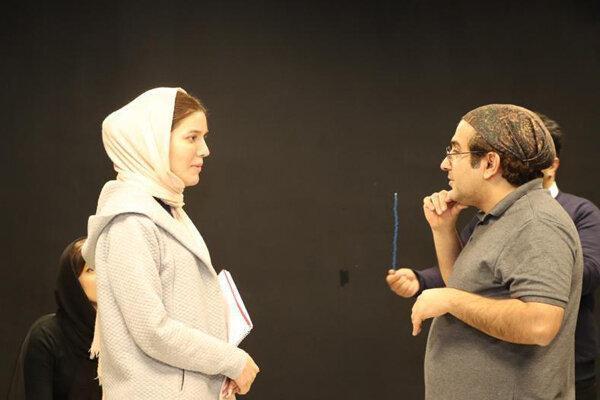 کارگردان دراکولای سفید: این نمایش نگاه صلح آمیز دارد