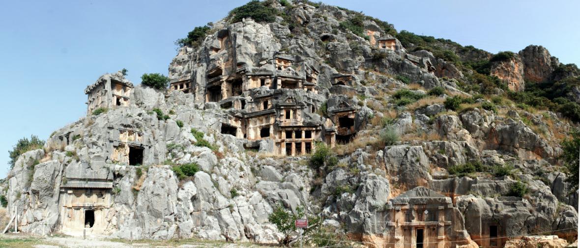 شگفتی بناهای حجاری شده در سنگ