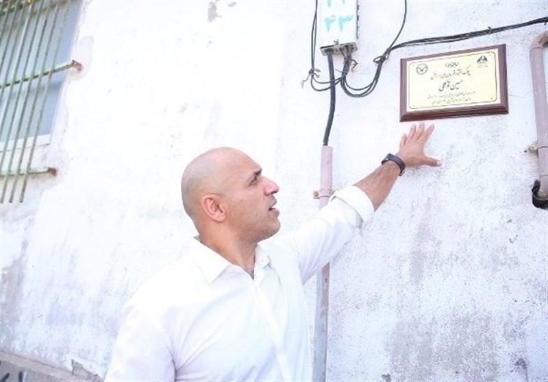 نصب تابلوی افتخار سیف پور،توکلی و رضایی بر سردر منزل آنها