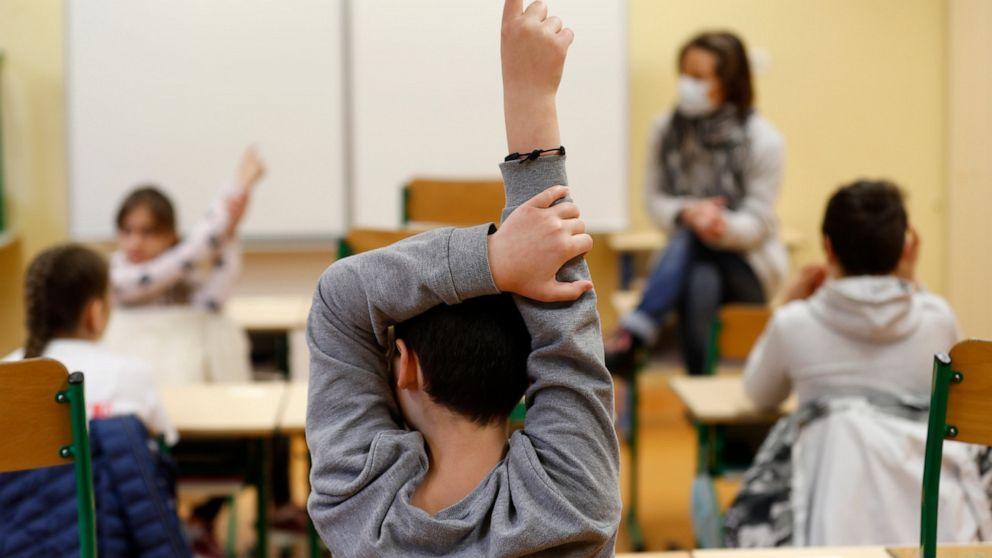 بیشتر دانش آموزان بریتیش کلمبیا در سپتامبر تمام وقت به مدرسه می فرایند