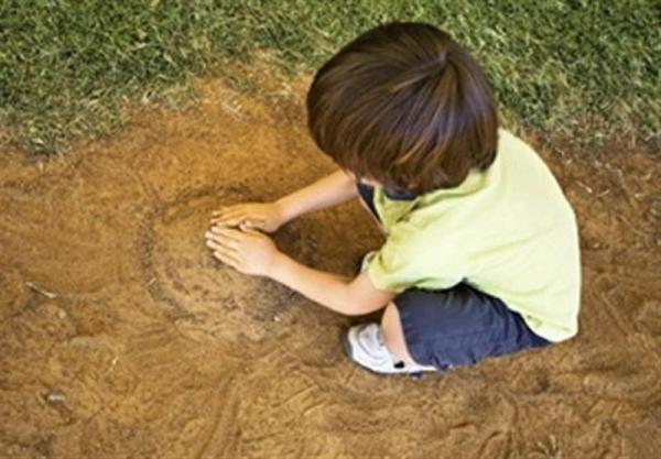 بازی کردن فرزند در طبیغت