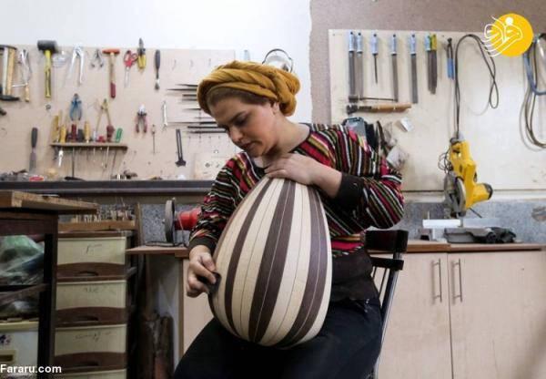 (تصاویر) بانوی ایرانی که تار و عود می سازد!